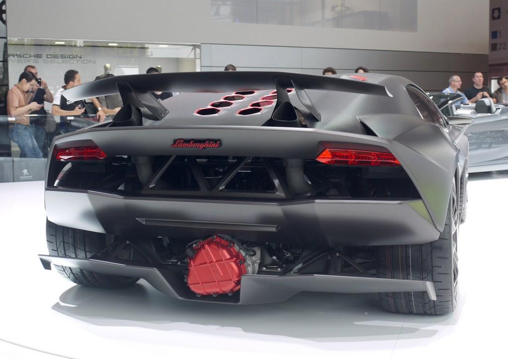 Lamborghini Sesto Elemento Carbon Fiber Raket