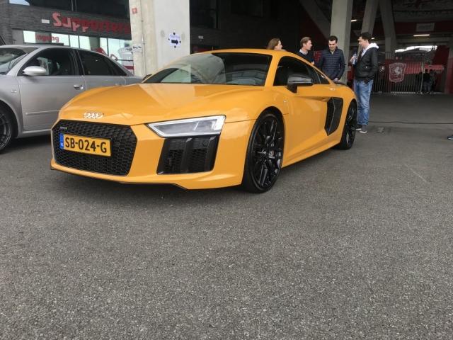 Audi R8 V10+